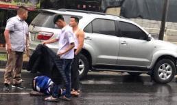 Gia đình nạn nhân nhờ cộng đồng mạng tìm danh tính chàng trai cởi áo che mưa cho con