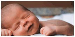 Trẻ sơ sinh 'cười khẩy' khi ngủ? Cha mẹ đừng chỉ nghĩ là dễ thương, không thể bỏ qua những lý do