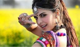 Người đẹp Ấn Độ có thể khoe ngực và bụng nhưng tư thế này thì không được, bạn có biết lý do không?
