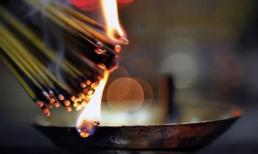 Ngày Rằm thắp trên bàn thờ bao nhiêu nén hương đúng và tốt nhất?