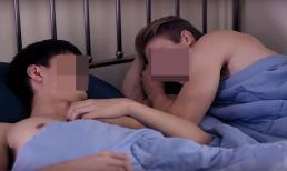 Cô gái sốc khi chứng kiến bạn trai ôm cậu bạn thân ngủ trên giường mà không mặc đồ