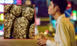 Chàng trai khiếm thị bán đậu phộng kiếm tiền mưu sinh và phụ giúp bố mẹ khiến nhiều người xúc động