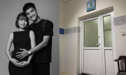 Vợ Mạc Văn Khoa đã sinh con gái đầu lòng sớm một tháng, bé nặng 1,9 kg đang nằm trong lồng kính