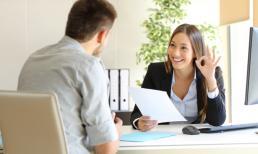Kỹ năng giao tiếp được đánh giá qua biểu hiện nào khi phỏng vấn?