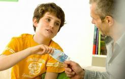 """'Mẹ ơi, cho con tiền tiêu vặt"""": Khi trẻ xin tiền thì dù nghèo đến đâu cũng không được nói ba điều này"""