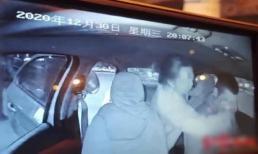 Gặp tài xế taxi điển trai, cô gái bỏ hết liêm sỉ nhào lên cưỡng hôn rồi vứt lại 50k bồi thường