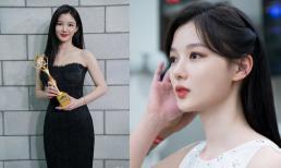 'Em gái quốc dân' Kim Yoo Jung gây bão với nhan sắc trong veo, đẹp tựa thiên thần trong ảnh hậu trường