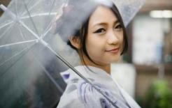 Tại sao phụ nữ Nhật Bản luôn yêu thích những chiếc ô trong suốt? Cô gái nhật nói điều này