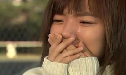 Nhìn chị dâu bụng chửa vượt mặt, tay cầm chiếc váy cưới khóc thương nhớ anh trai mà tôi không cầm nổi nước mắt