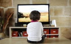 Nghiên cứu của Đại học Harvard: Có một khoảng cách lớn giữa trẻ 'xem TV' và 'không xem TV' khi chúng lớn lên