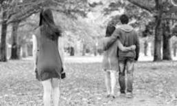 Bạn trai chưa dứt tình với người yêu cũ, cô gái vẫn nhẫn nhịn để yêu 4 năm, cuối cùng bị xúc phạm là kẻ hám tiền
