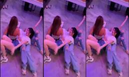 Ngọc Trinh rủ 'Hoa hậu ăn chơi' Julia Hồ cùng hội bạn tái hiện trào lưu gây sốt một thời