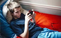 Tôi nên làm gì nếu thấy con xem các trang web xấu? Ba phương pháp này không làm tổn thương lòng tự trọng của con bạn