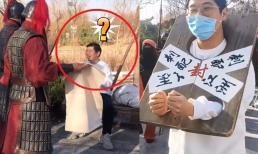 Đến phủ Khai Phong, du khách không đeo khẩu trang bị 'gông cổ' giải về cho 'Bao Đại Nhân'