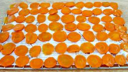 Đang dịch covid, tranh thủ phơi khô 3 loại rau củ quả ăn dần, khi nấu còn ngon hơn cả ăn tươi