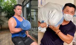 Lý Hùng khoe thân hình vạm vỡ, xông xáo vác gạo từ thiện đến vùng dịch ở tuổi U60