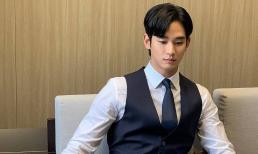 Sau khi bị chê bai gầy rộc, Kim Soo Hyun nhận về cả triệu 'like' nhờ hình ảnh mặc vest cực lịch lãm