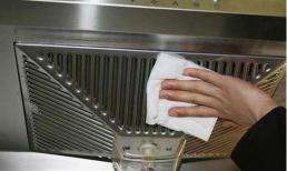 Không cần tháo máy hút mùi của bếp nếu bị bẩn, hãy làm sạch nó bằng mẹo này