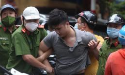 Nam thanh niên lái ô tô tông hàng loạt phương tiện rồi điên cuồng bỏ chạy, gây náo loạn cả tuyến phố ở Hà Nội