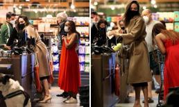 Tưởng lên đồ đơn giản đi chợ cùng con gái, nhưng Angelina Jolie thể hiện sự chịu chơi với phụ kiện giá cả tỷ đồng