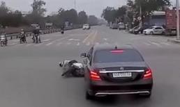 Nữ tài xế lái Mercedes nhận 'mưa' lời khen vì pha xử lý điềm tĩnh khi bị xe máy tạt đầu