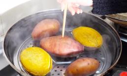 Khi hấp khoai lang các bạn nhớ không hấp trực tiếp trong nồi nhé! Thêm 2 bước này nữa, khoai có vị dẻo và nước ngọt như sáp