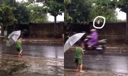 Lần đầu chill dưới mưa, bé trai nhận cái kết không thể buồn cười hơn