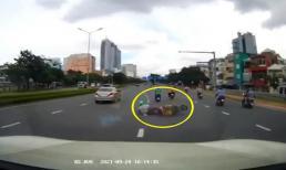 Đánh lái cực nhanh, tài xế ô tô cứu mạng người đàn ông đi xe máy trong gang tấc