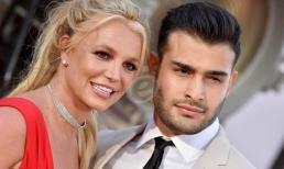Hôn phu của Britney Spears chỉ trích các phim tài liệu từng khiến cô khóc trong nhiều tuần
