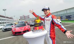 Lâm Chí Dĩnh đăng ảnh bánh sinh nhật trên đường đua xe, tuổi 47 vẫn trẻ măng như thời đôi mươi