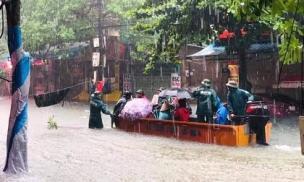 Nghệ An: Mưa ngập sâu ở thành phố, nước dâng đến tận giường