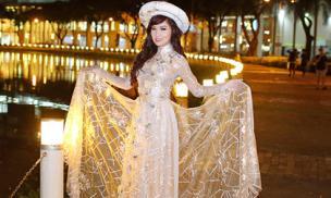 Ca sĩ Kavie Trần diện áo dài trăm triệu, đẹp như nàng thơ trong tòa lâu đài
