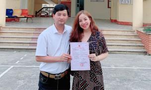 Hơn nửa năm sau khi sinh con trai, ca sĩ Minh Chuyên cùng bạn trai đi đăng ký kết hôn