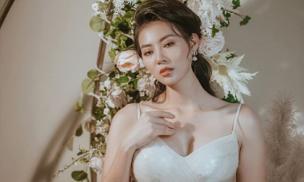 Thanh Hương diện đầm xòe công chúa 2 dây, trưng vòng một căng đầy gợi cảm