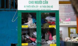 Tủ quần áo từ thiện 'thừa cho đi, thiếu nhận lại' tại Hà Nội trống trơn khi trời vừa trở lạnh
