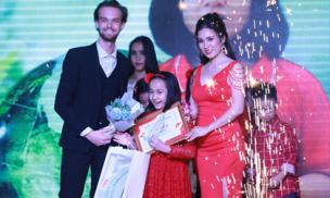 Vietskill trao giải MC song ngữ và phát động quỹ từ thiện 'Mùa đông ấm Hà Giang'