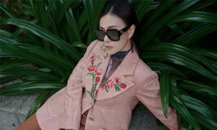 Phương Oanh 'Quỳnh búp bê' phối trang phục cực cao tay với phụ kiện hàng hiệu