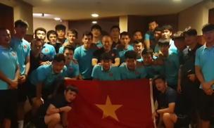 Trước trận chung kết với Indonesia, thầy Park cùng các học trò chúc mừng ĐT nữ Việt Nam