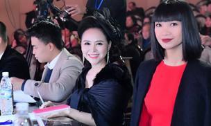 Nữ hoàng hoa hồng Bùi Thanh Hương gây chú ý khi làm giám khảo cuộc thi sắc đẹp