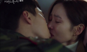 Nụ hôn 'vượt rào' của Hyun Bin dành cho Son Ye Jin gây bão, giúp phim đạt kỷ lục rating