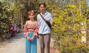 Sĩ Thanh về quê ra mắt bố mẹ Huỳnh Phương, trang phục của nữ ca sĩ gây chú ý