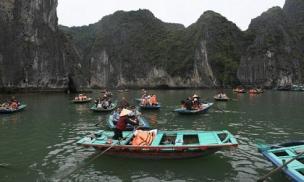 Lật đò chở ở vịnh Hạ Long ngày mùng 1 Tết, nữ du khách Hàn Quốc thiệt mạng