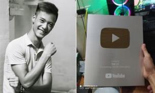 'Người em' của Tuấn Hưng - Đạt Cỏ cuối cùng cũng nhận được nút bạc Youtube sau 4 năm ngày mất