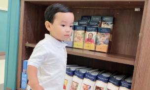 Con trai Phạm Hương lớn phổng phao, ăn diện chỉn chu trong ngày đi học đầu tiên