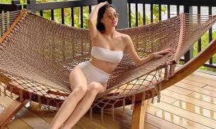 Lương Thùy Linh khoe body bỏng mắt với bikini
