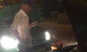 Câu chuyện tài xế taxi giúp đỡ người phụ nữ xa lạ giữa cơn mưa tầm tã lúc nửa đêm đang khiến cư dân mạng 'xúc động'
