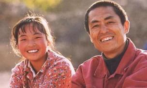 Đang chăn lợn ở quê cô bé 13 tuổi được Trương Nghệ Mưu tìm thấy rồi giúp nổi tiếng chỉ qua một đêm, hiện tại cuộc sống thế nào?