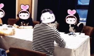 Bạn gái dẫn theo 4 người tới cuộc hẹn đầu tiên, chàng trai có phản ứng gây tranh cãi