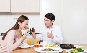 Một người đàn ông sống lâu có 5 điểm chung với 3 bữa ăn mỗi ngày. Nếu bạn có đủ 5 điều này thì xin chúc mừng