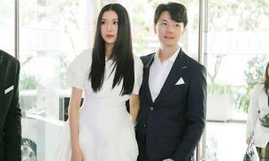 Á hậu Thuý Vân được chồng hộ tống đi dự sự kiện sau một tháng sinh quý tử